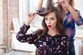 Frizer slavnih otkrio CAKU koja rešava problem svih žena tokom zime: Ukrotite NAELEKTRISANU kosu začas!