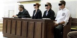 Strażnicy i policjanci przed sądem