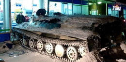 Wjechał czołgiem do monopolowego i ukradł wino. Takie rzeczy tylko w Rosji!
