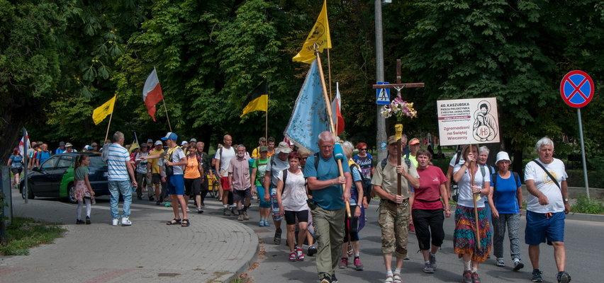 To najdłuższa pielgrzymka w Polsce. Wyruszyli 25 lipca w ponad 300 osób. Teraz zostało tylko 100...