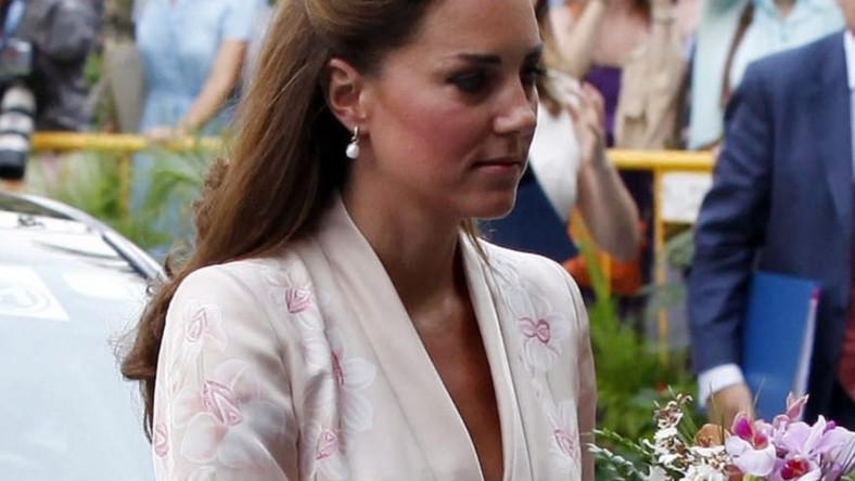 W sukience w kolorze delikatnego różu księżna zaprezentowała się pierwszego dnia wizyty w Singapurze