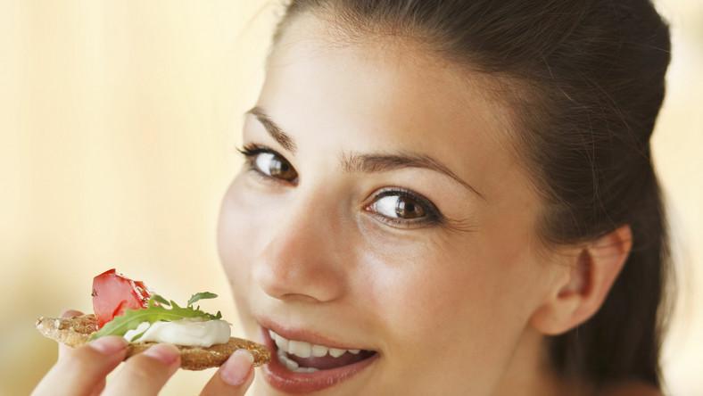 Powolne jedzenie pomaga zachować smukłą sylwetkę