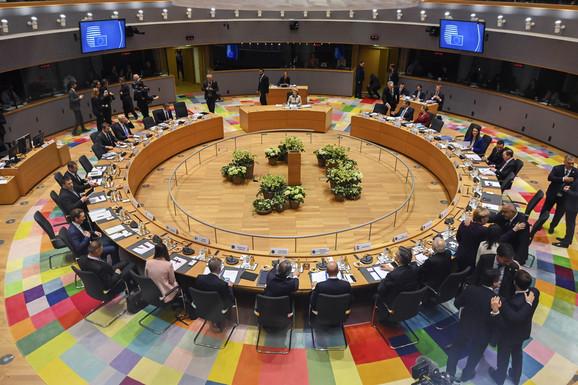 MARATONSKA RASPRAVA U BRISELU Razgovori lidera EU o novom budžetu ušli u deveti sat