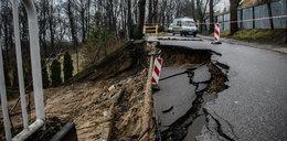 O krok od tragedii w Gdyni. Tony błota i ziemi przysypały dom