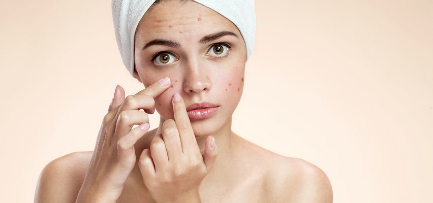 Zwykła pielęgnacja skóry trądzikowej nie zdaje u ciebie rezultatu? A dezynfekujesz telefon?