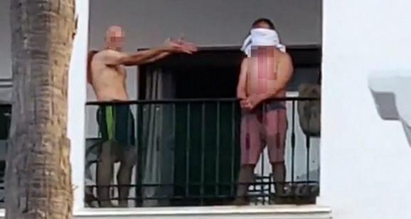Jeziva scena na balkonu