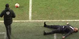 Trener kopnął piłkę i padł jak rażony!