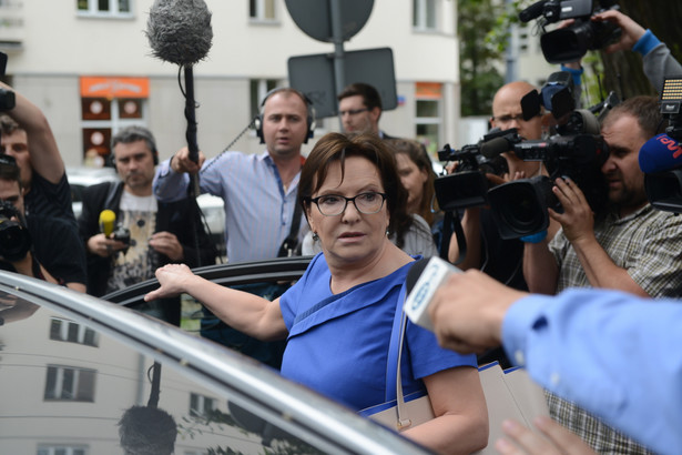 Kopacz była przesłuchiwana w charakterze świadka w śledztwie dotyczącym m.in. nieprzeprowadzenia sekcji zwłok ofiar katastrofy smoleńskiej.