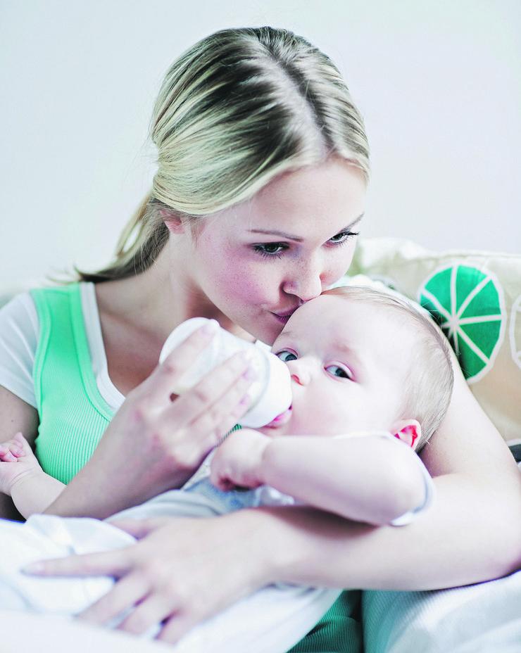 beba majka mleko flašica porođaj roditeljstvo prinova