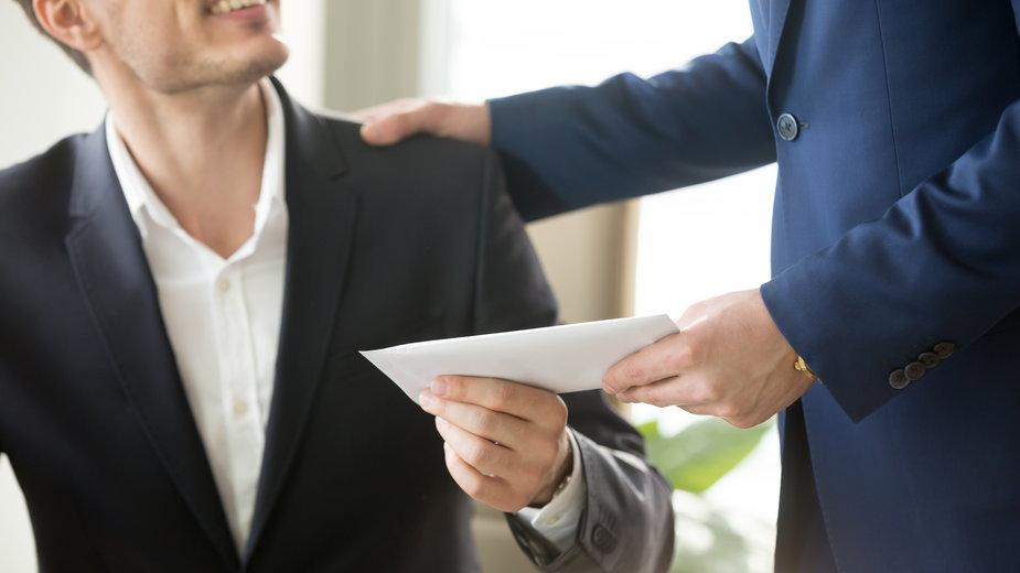 W określonych sytuacjach pracownikowi należy się odprawa -  fizkes/stock.adobe.com