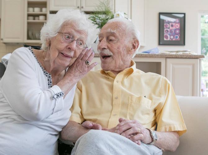 On ima 94, ona 98 godina: Venčali su se tek posle 8 godina zabavljanja, a razlog će vas IZNENADITI