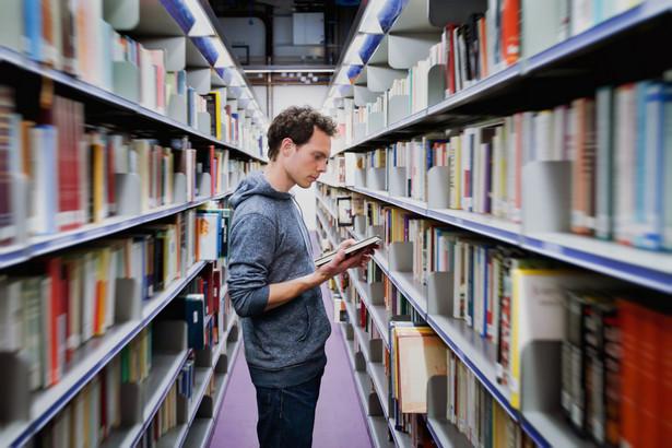 Tegoroczna rekrutacja okazała się sporym problemem dla wielu publicznych uczelni – do dziś część z nich nie ma kandydatów nawet na co czwarte oferowane przez siebie miejsce.