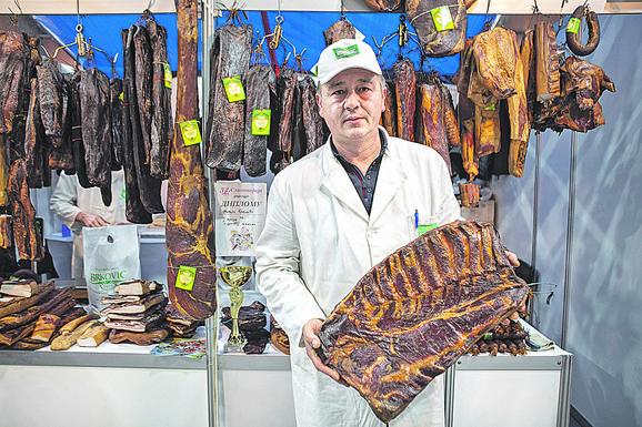 U kategoriji domaća slanina pobedio je Nikola Brković iz Kačera kod Užica