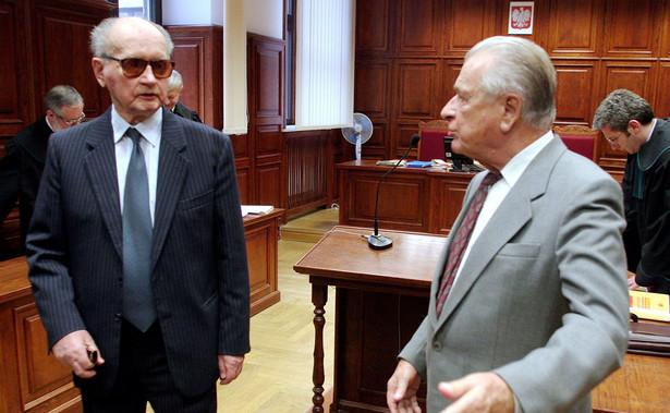 We wtorek minister obrony narodowej Antoni Macierewicz zapowiedział, że Wojciechowi Jaruzelskiemu i Czesławowi Kiszczakowi zostaną odebrane stopnie generalskie.