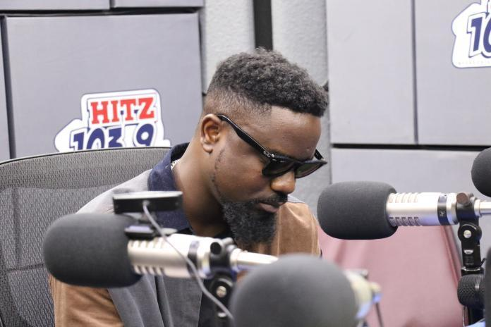 Sarkodie says he lost his grandma because there was no stretcher at the hospital