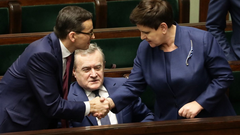 Premier Morawiecki dziękuje Beacie Szydło po swoim expose