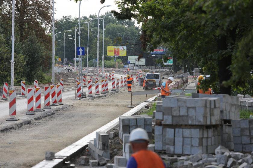 Remontowany odcinek ul. Zywcięskiej we Wrocławiu