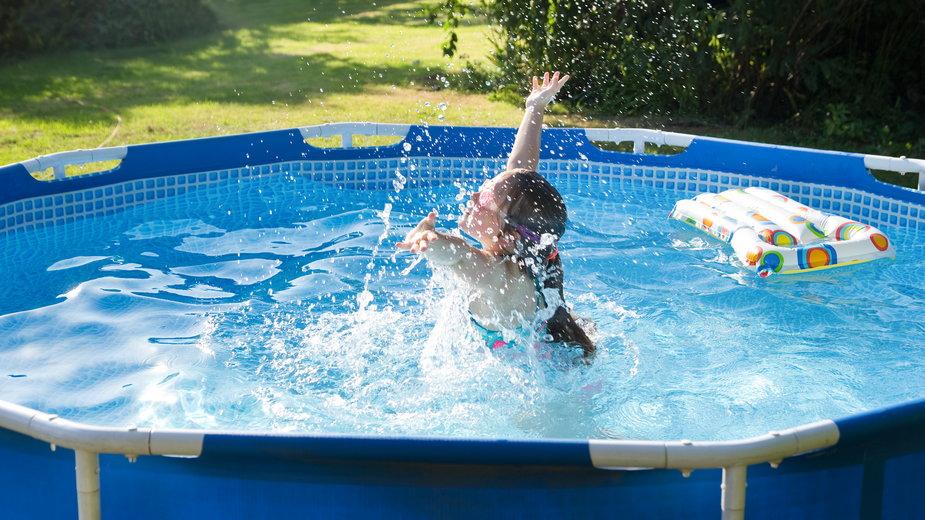 Basen ogrodowy pozwala na zabawę i relaks - schab/stock.adobe.com