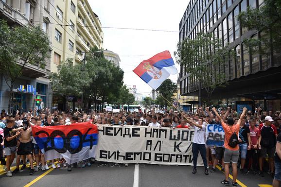 Osmaci u protestnoj šetnji centrom Beograda