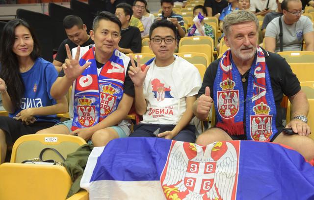 Navijači Srbije na meču sa Španijom