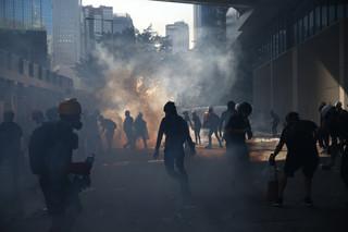 Protesty w Hongkongu: Parasolka na gaz pieprzowy, gogle na gaz łzawiący