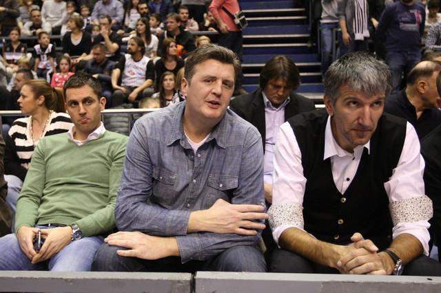 Slaviša Koprivica u društvu Predraga Drobnjaka na jednom od Partizanovih mečeva