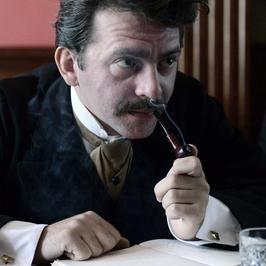 """Piotr Głowacki jako Albert Einstein w filmie """"Maria Curie"""""""