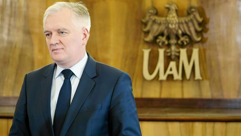 Jarosław Gowin uważa, że oprócz inwestycji w lotniska, rząd powiniene rozważyć rozwój kolei