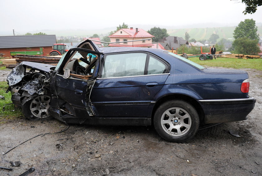 Zmiażdżony samochód
