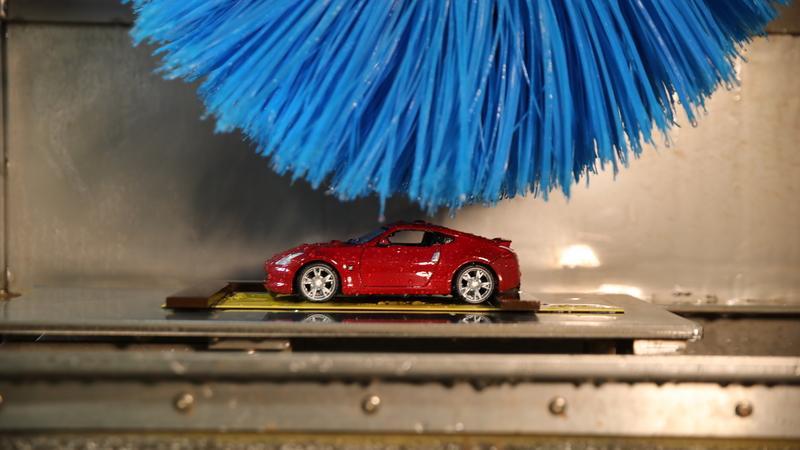Miniaturowa myjnia Nissana