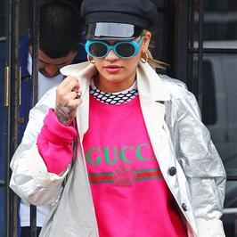 Rita Ora w neonowym stroju. Wokalistka nawet w takiej stylizacji wygląda świetnie