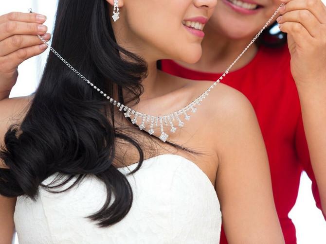 """IZDAJA """"Majka je dala bogatstvo za moje venčanje, pa ZATRUDNELA sa mojim suprugom. Sada su u braku i ja joj NIKADA NEĆU OPROSTITI"""""""
