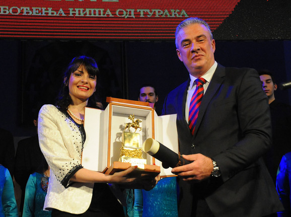 Direktorka Studentskog kulturnog centra Dragana Petković zahvalila se na priznanju u ime ansambla ORO