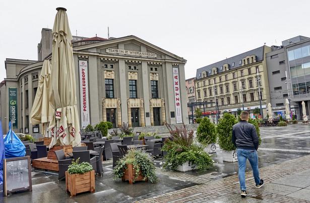 To właśnie Teatr Śląski (na zdjęciu), przy wsparciu organizacyjnym Muzeum Śląskiego, jest organizatorem festiwalu. Spektakle mają się odbywać nie tylko w przestrzeniach obu instytucji, ale też w plenerze, na katowickim Rynku.
