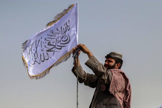 Amerykanie, by ewakuować swoich obywateli i afgańskich współpracowników, muszą polegać na dyplomacji z fundamentalistami.