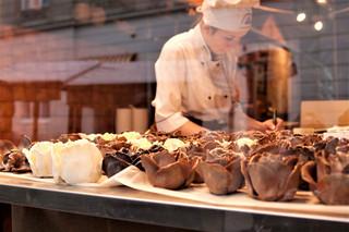 Ciastko zjedzone na miejscu ma wyższą stawkę niż zapakowane do torby