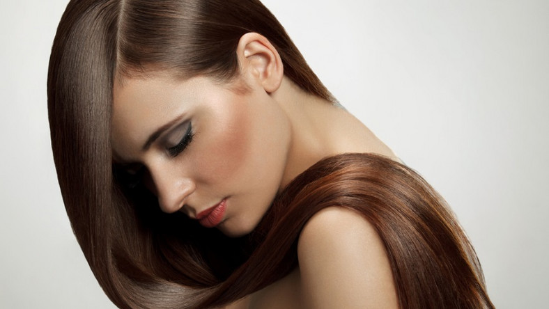 Jak dbać o włosy prostowane prostownicą?