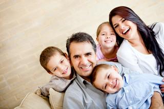 Karta Dużej Rodziny: Potrzebna informacja i szersza oferta zniżek dla osób z trójką dzieci