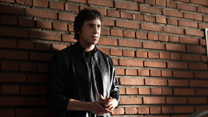 Najpierw doszło do konfliktu między producentami filmu a reżyserem Igorem Wołoszynem, któremu zależało na zaakcentowaniu wątku uzależnienia Wysockiego od narkotyków
