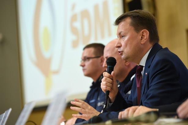 Minister spraw wewnętrznych Mariusz Błaszczak podczas konferencji prasowej w Centrum Prasowym ŚDM