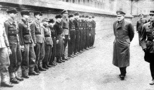 Dlaczego po samobójstwie Hitlera Niemcy nadal walczyli?