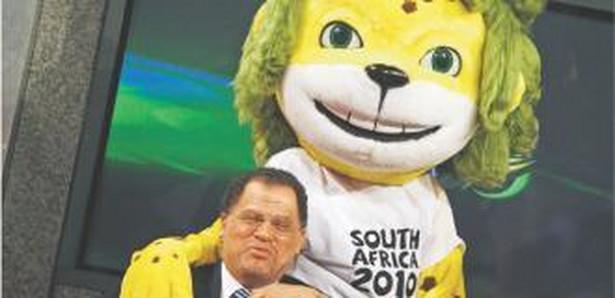 Mistrzostwa świata w RPA za niespełna miesiąc, a FIFA nie może sobie poradzić z chaosem organizacyjnym w tym kraju.