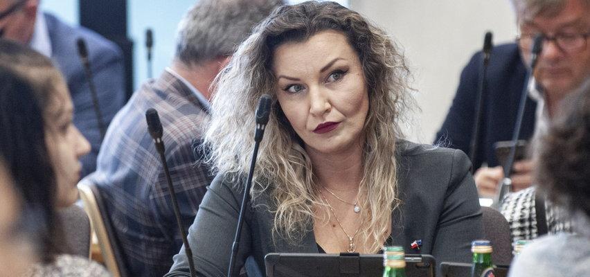 """Monika Pawłowska zlekceważona w Sejmie.""""Straciła twarz i tej twarzy nigdy nie odzyska"""""""