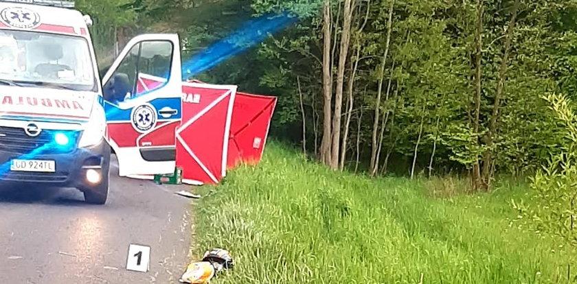 Koszmarny wypadek na Opolszczyźnie. Motocyklista zderzył się z dwoma samochodami. Był bez szans