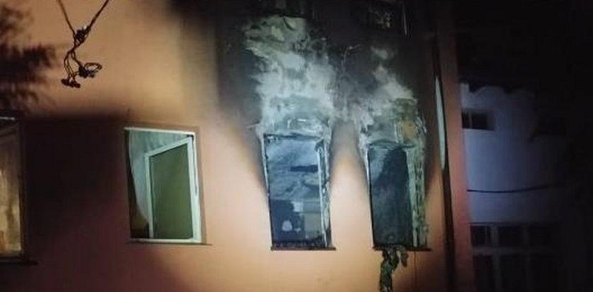 Płomienie sięgały już dachu. W środku niemowlę z rodzicami