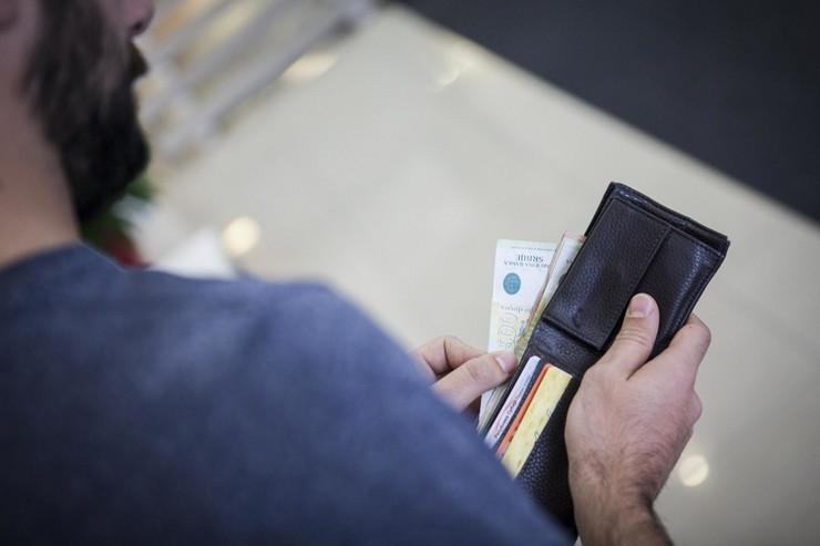 Novac, Plaćanje, Novčanik