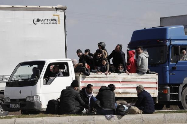 W ciągu ostatniej doby greckie służby zablokowały na granicy z Turcją ok. 10 tys. nielegalnych migrantów, głównie Syryjczyków