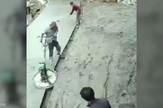 YT_radnici_protiv_masine_vesti_blic_safe