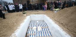 W polskim kościele stanęło 400 trumien. Niezwykły pogrzeb w Gończycach