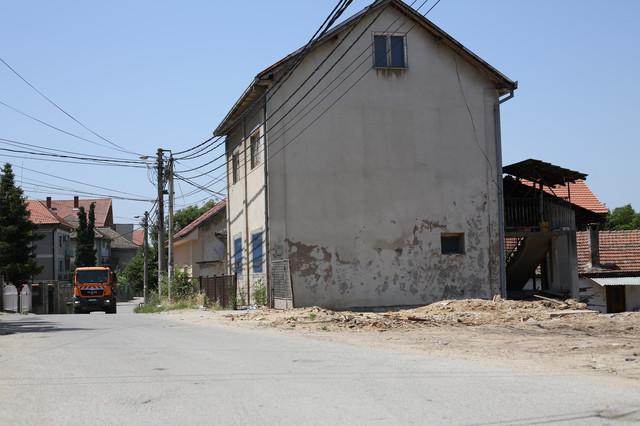 Kuća pred kojom je ostavljeno dete